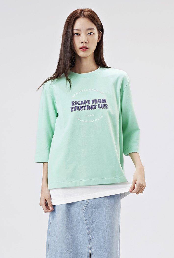 여성 루즈핏 유스풀 그래픽 7부 티셔츠-AAAG5159B0S
