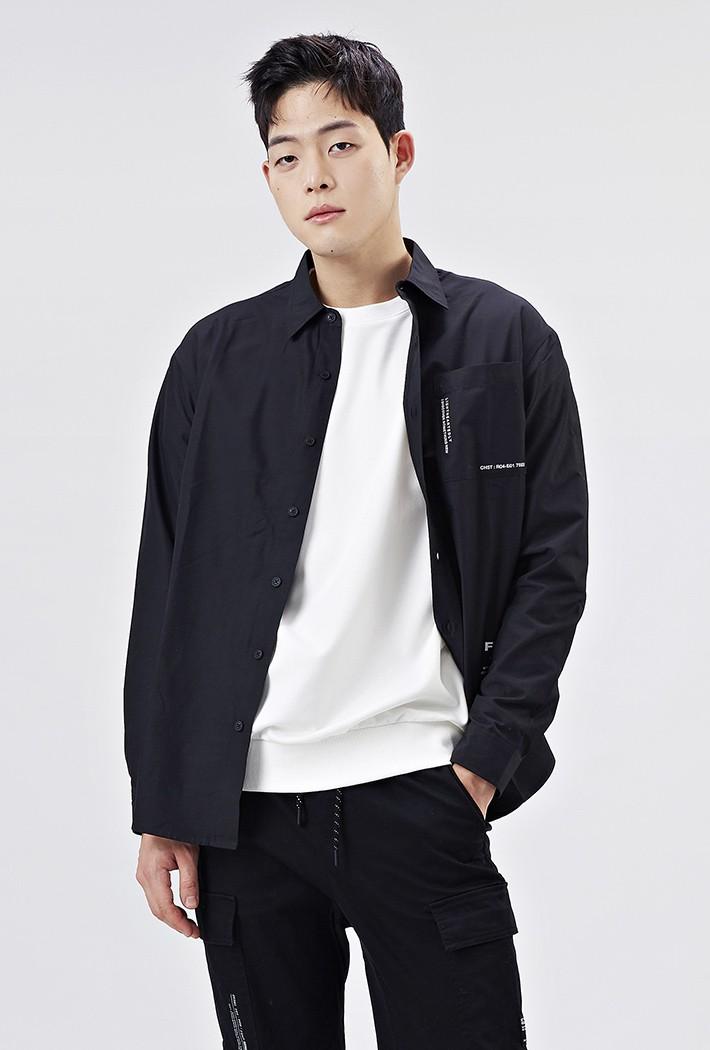 남성 세미오버핏 그래픽 셔츠AAAK5416B03