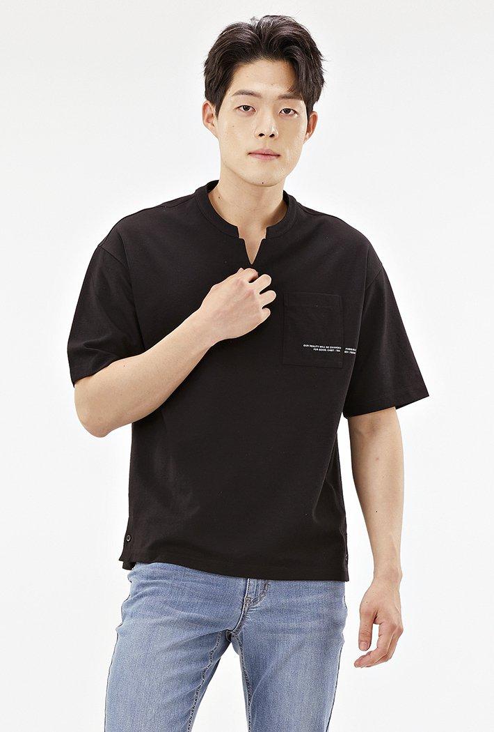 남성 세미오버핏 넥변형 포켓 그래픽 티셔츠-ABRK5821D03