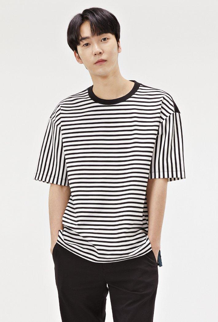 남성 세미오버핏 스트라이트 티셔츠-ABRK5823D03
