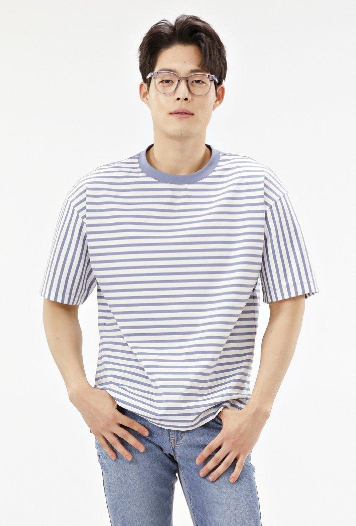남성 세미오버핏 스트라이트 티셔츠-ABRK5823D0D