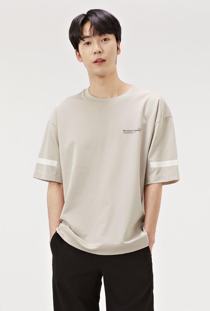 남성 세미 오버핏 슬리브 포인트 반팔 티셔츠-ABRK5824D0M