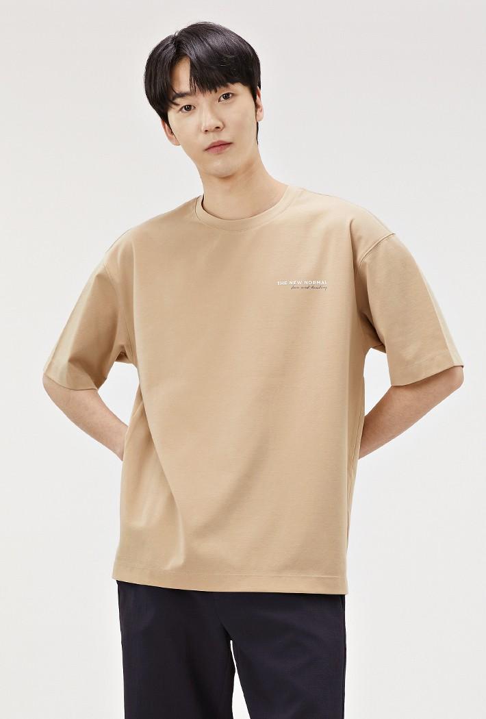 남성 세미오버핏 백 그래픽 티셔츠-ABRK5828D0X